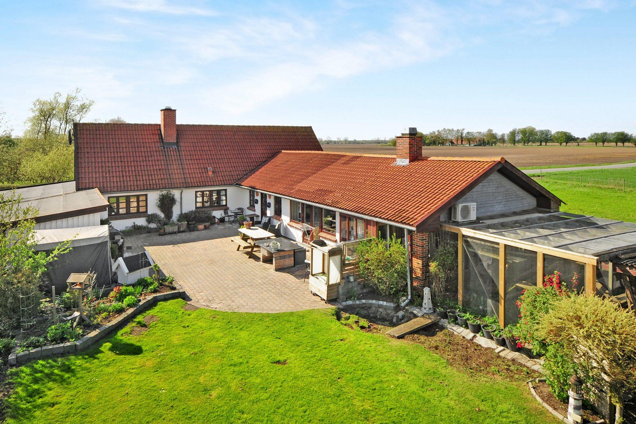 21111f2c Mægler skriver: Velkommen til denne skønne villa, der ligger i naturrige  omgivelser lidt