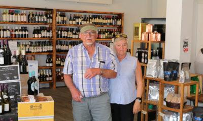 To-turister-fra-Jylland--i-Stege-på-Møn-hos-Vinhuset Møn -.-IMG_6256