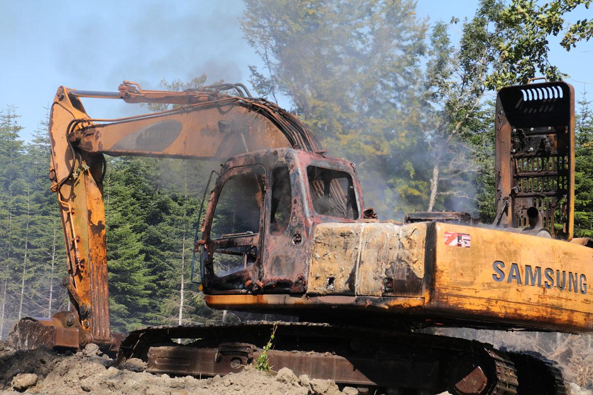 Brand-i-gravemaskine-i-skov-ved-Mern-indsatsleder-Knud-Døssing-IMG_7248