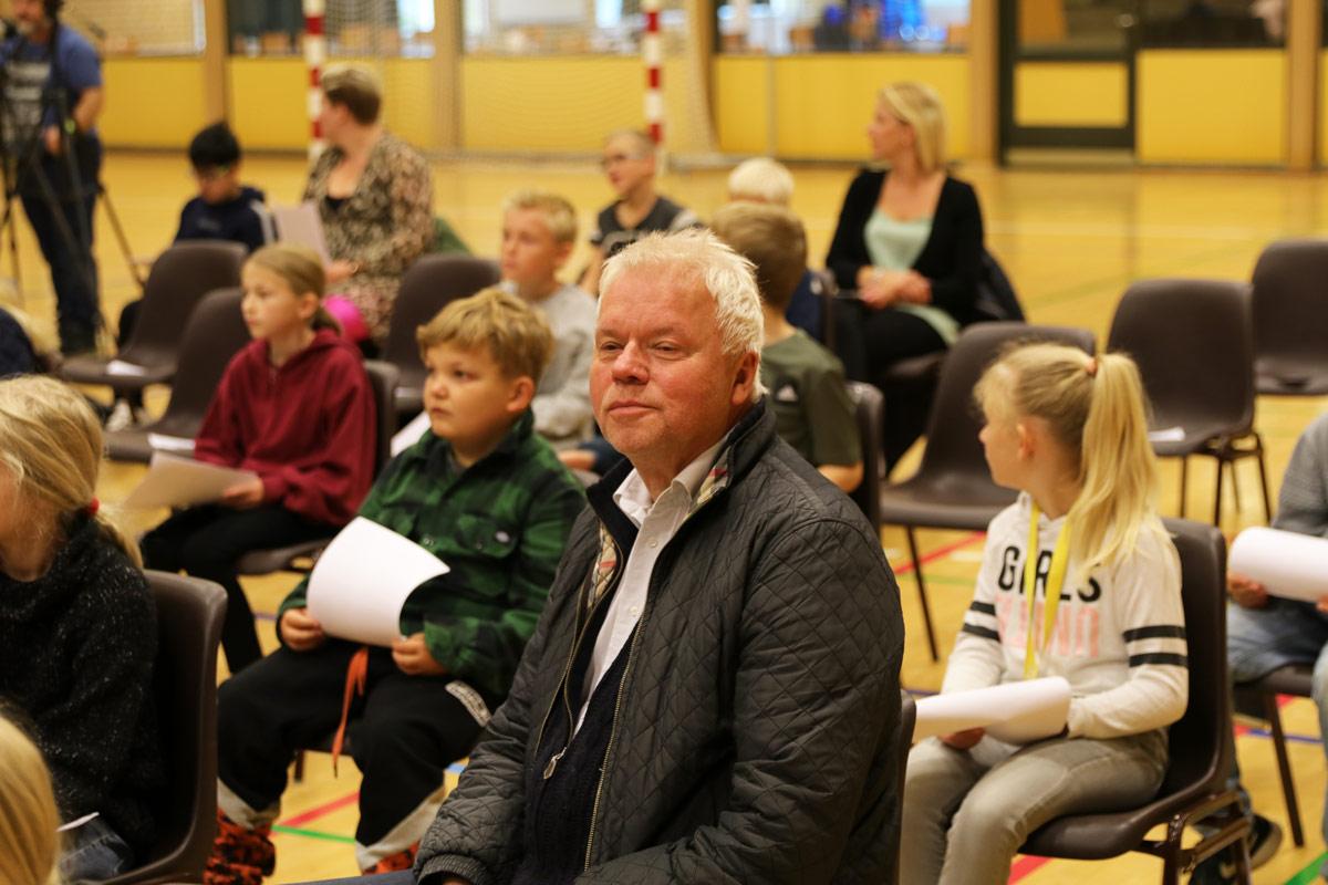 Sigurd-Barrett-og--Eskild-Dohn---koncert-i-Stensved-Langebækhallen-Stesnved-Sogn- pastor Knud-Munck-IMG_7868