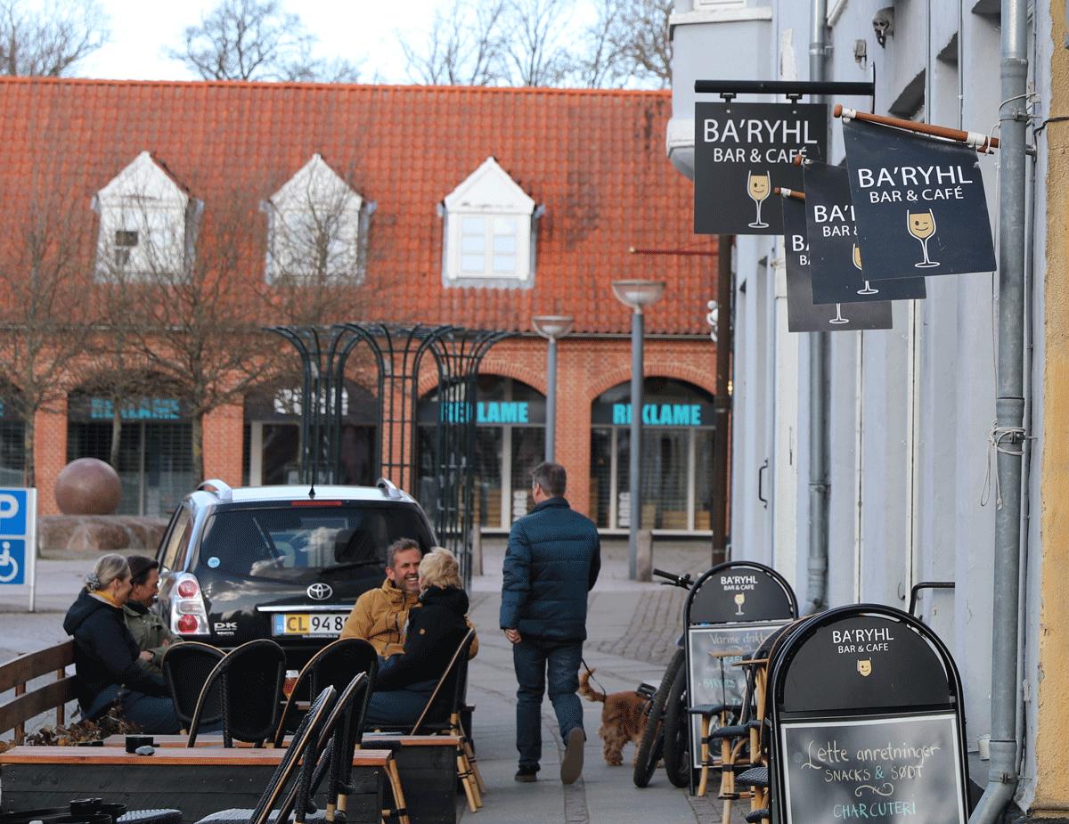 Baryhl Bar og Cafe i Stege på Møn, sommerstemning og hygge